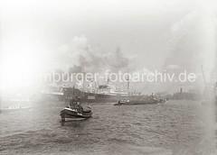 Schiffe unter Dampf - Elbe, Überseebrücke + Kaiserkai; ca. 1934.