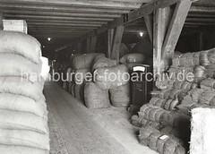gueter-lagerung-hafengebiet-hamburg