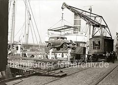 Auto - Verschiffung im Hafen Hamburg; Kran am Grasbrookhafen, 1934.