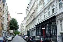 Bilder aus dem Hamburger Stadtteil Neustadt, Bezirk Hamburg Mitte; denkmalgschützte Etagengeschäftshäuser in der Poolstraße.