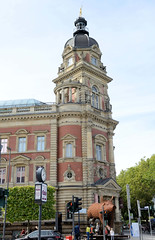 Historische Architektur in der Hamburger Innenstadt, Stadtteil Neustadt. Gebäude der Alten Oberpostdirektion am Stephansplatz - das Postgebäude wurde von 1883 - 1887 errichtet; seit ca. 2011 Nutzung als Einkaufszentrum / Medizinisches Versorgungszent