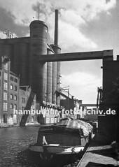 Historische Ansichten aus dem Hafen Harburgs - Krananlagen im Harburger Seehafen.
