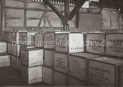 Kistenlagerung im Kaischuppen des Hamburger Hafens; ca. 1932.