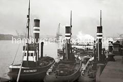 Hafenschlepper am Anleger - Hafenfähre + Schwimmkran mit Last; ca. 1936.