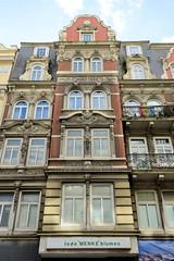 Bilder aus dem Hamburger Stadtteil Neustadt, Bezirk Hamburg Mitte. Denkmalgeschütztes Wohnhaus in der Kaiser-Wilhelm-Straße;  errichtet 1896 - Architekt Friedrich Lindner.