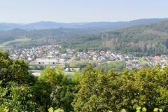 Obermarsberg  liegt auf einem nach drei Seiten steil abfallenden Bergplateau im Hochsauerlandkreis in Nordrhein-Westfalen.