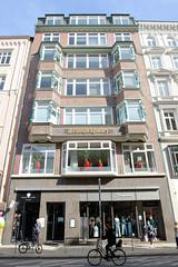 Historische Architektur in der Hamburger Innenstadt, Stadtteil Neustadt. Kontorhaus - Geschäfthaus / Wrangelhaus am Jungfernstieg; errichtet1914 - Architeck Albert + Walter Lindhorst.