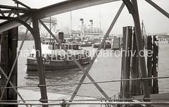 Kehrwieder / Sandtorhöft - Passagierschiff Überseebrücke, 1952.