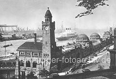Historisches Hamburg Motiv - ein Passagierdampfer läuft aus; Kuppelgebäude, Hafen-Architektur.