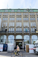 Historische Architektur in der Hamburger Innenstadt, Stadtteil Neustadt. Fassade vom Alsterhaus am Jungfernstieg; Warenhaus, 1912  eröffnet - Architekten  Cremer & Wolffenstein.