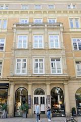 Historische Architektur in der Hamburger Innenstadt, Stadtteil Neustadt. Etagengeschäftshaus in den Hamburger Colonnaden - errichtet 1879, Architekt Wilhelm Hauers.