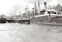 Ewerführer mit Bootshaken - Schuten am Johannisbollwerk; ca. 1934.