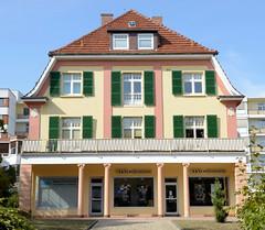 Bad Wildungen ist eine Gemeinde mit Heilbäderzentrum und Staatsbad im Landkreis Waldeck-Frankenberg in Hessen.