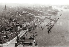 Luftfoto vom historischen Hamburg / Vorsetzen, Baumwall Sandtorhafen Speicherstadt; ca. 1931.