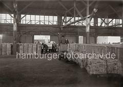 Transport von Wollballen mit einem Elektrokarren im Kaischuppen; ca. 1934.