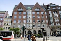 Historische Architektur in der Hamburger Innenstadt, Stadtteil Neustadt. Ehemalige Dienstgebäude der Oberschulbehörde in der Dammtorstraße - der historische Schumacher-Bau wurde 1913 fertig gestellt - bis 1970 war das Gebäude Sitz der Schulbehörde, d