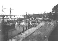 Historisches Motiv von den St. Pauli Landungsbrücken - Fährhaus, Wassertreppen, Duckdalben.
