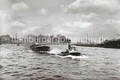 Schlepper + Binnenschiff auf der Elbe; ca. 1932.