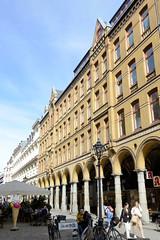 Historische Architektur in der Hamburger Innenstadt, Stadtteil Neustadt. Säulengang in der Fußgängerzone der Colonnaden.
