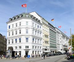 Historische Architektur in der Hamburger Innenstadt, Stadtteil Neustadt. Blick in die Straße Neuer Jungfernstieg - lks. die Mündung der Colonnaden.