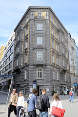 Historische Architektur in der Hamburger Innenstadt, Stadtteil Neustadt. Etagengeschäftshaus in den Colonnaden; errichtet 1878 - Architekten Elvers & Martens.