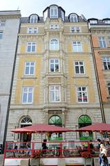 Historische Architektur in der Hamburger Innenstadt, Stadtteil Neustadt. Etagengeschäftshaus in den Hamburger Colonnaden - errichtet 1879, Architekten Hauers & Hüser.