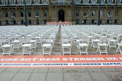 Aktion von Seebrücke Hambug  am 06.09.2020  - Platz für 1.000 Stühle - Platz für 1.000 Menschen.
