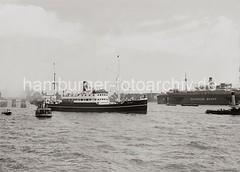 Schiffsbewegungen auf der Elbe - Schwimmdock Deutsche Werft; ca.1934.