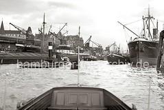 Güterumschlag am Hafenkai - Schiffsverkehr; ca. 1934.