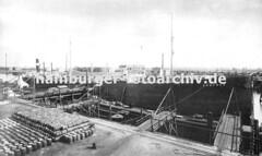 Hamburger Hafenmotive - Tanker im Petroleumhafen - Fässer.