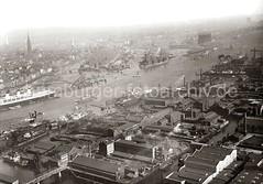Luftbild von Hamburg - Vulkanwerft, Grasbrookhafen + Sandtorhafen ca. 1930.