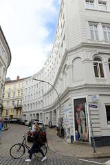 Bilder aus dem Hamburger Stadtteil Neustadt, Bezirk Hamburg Mitte; Blick von der Wexstraße in die Brüderstraße.