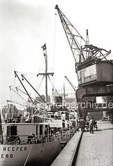 Fruchtkisten am Hafenkran; ca. 1932.