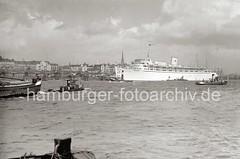 Kreuzfahrtschiff WILHELM GUSTLOFF - Elbe, Überseebrücke; ca. 1938.