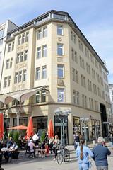 Historische Architektur in der Hamburger Innenstadt, Stadtteil Neustadt. Kontorhaus / Geschäftshaus an der Schleusenbrücke / Neuer Wall.