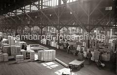 Verteilungsschuppen 57 -  Lagerung von Kisten, Elektrokarren; ca. 1936-