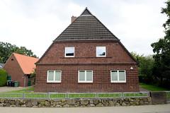 Fotos aus dem Hamburger Stadtteil Neugraben-Fischbek, Bezirk Hamburg Harburg. Hofanlage mit Wohngebäude, errichet 1928 - die Gebäude in der Fancoper Straße stehen unter Denkmalschutz.