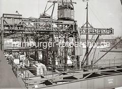 Dreifachkräne am Chilekai des Oderhafens - beladener Güterzug an der Laderampe; ca. 1934.