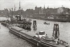Vorsetzen, Rhein-Maas Kais mit Motorschiffen; ca. 1938.