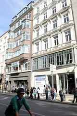 Historische Architektur in der Hamburger Innenstadt, Stadtteil Neustadt. Geschäftshäuser / Kontorhäuser am Jungfernstieg.