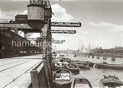 Beladen von Schuten am Kamerunkai / Indiahafen - Blick Richtung Norderelbe, Strandhafen ca. 1934.