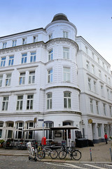 Bilder aus dem Hamburger Stadtteil Neustadt, Bezirk Hamburg Mitte. Etagenhaus in der Wexstraße, erichtet um 1870.