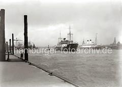 Schiffe auf der Elbe - Passagierdampfer der Monte-KLasse; ca. 1932.