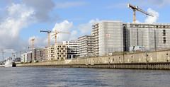 Baustellen am Kirchenpauerkai, Norderelbe in der Hamburger Hafencity.