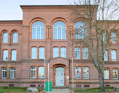 Burg ist die Kreisstadt des Landkreises Jerichower Land in Sachsen-Anhalt; die Rolandstadt wird zudem Stadt der Türme genannt.
