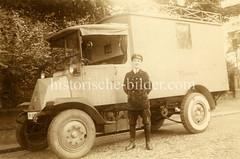 Altes Foto von einem Postauto / Lkw mit Fahrer - Aufschrift Reichspost.