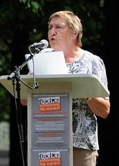 Lesung am Gedenkplatz der Bücherverbrennung. Antje Kosemund liest gegen das Vergessen - ihre Schwester Irma Sperling wurde 1944 ein Opfer der Euthanasie.   (2006)