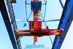 Leerer Spreader am Containerkran- HHLA Containerterminal Burchardkai.