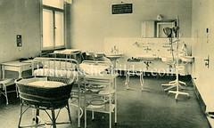 Altes Bild vom Entbindungszimmer im Elim-Krankenhaus in Hamburg Eimsbüttel. Das Krankenhaus wurde 1921 an der Hohen Weide eröffnet; Angela Kastner, jetzt Merkel wurde 1954 hier geboren. 2011 wurde ein Neubau errichtet.