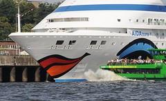 Kussmund am Schiffsbug - Gischt am Bug des Fahrgastschiffs.
